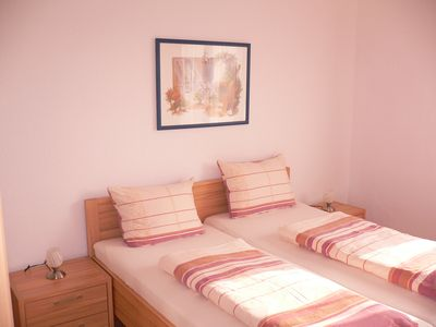Photo for Quiet, comfortable, central, 3 bedrooms, in the middle of the Ruhr area, near Centro, price f