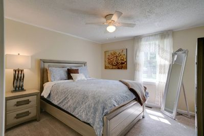 2 large bedrooms with comfortable queen-size beds (bedroom 1)