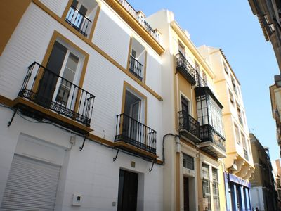 Photo for Apartment in the center of Seville with Air conditioning, Balcony, Washing machine (689180)