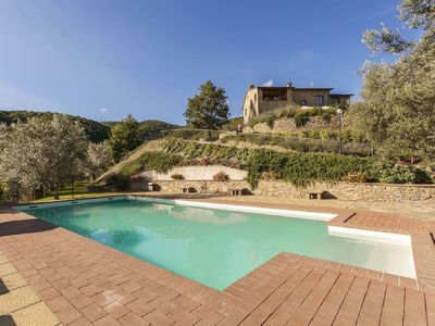 Photo for Private Villa with WIFI, private pool, TV, balcony, pets allowed, parking, close to Cortona