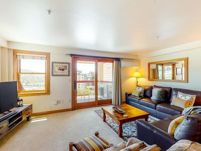 Photo for Ski-in/ski-out slopeside condo w/ mountain view, a/c & resort amenities