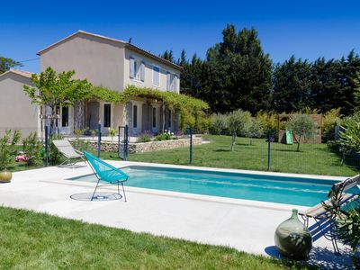 Photo for Family villa at the foot of the Dentelles de Montmirail