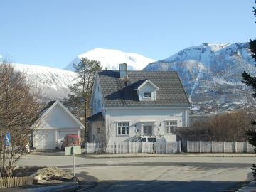 Large central apartment with beautiful views in well-holt villa 1924