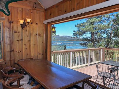 Antlers: Lake Views! Lakefront! BBQ! Internet! Close to the Village!