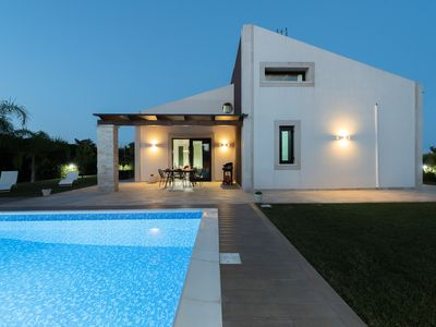 Photo for New Villa with pool in Pozzallo, just 3 km from the beach