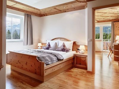 "Photo for Romantic Suite ""Lavender"" short stay - Sonnberghof, Landhotel Gut"