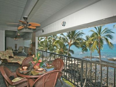 Huge Oceanfront Lanai w/lots of lounging space!!