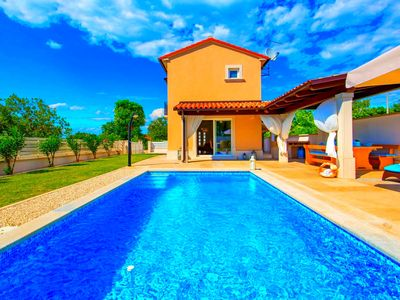 Photo for dreamlike villa with pool