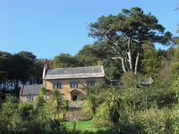 Wonderfully relaxed holiday in charming property with stunning views of the coast