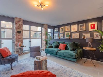 Photo for Stylish apartment in Angel - 3 mins from tube
