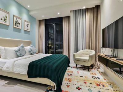 Photo for Deluxe King Suite with Twin Tower View 17