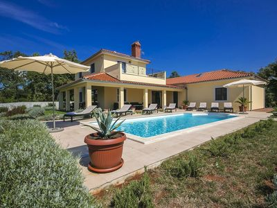 Photo for Detached villa 16 km from the beach, with swimming pool, large enclosed garden and playground