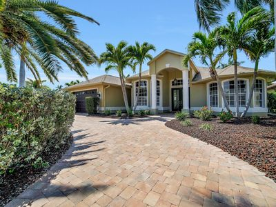 Photo for Luxury Yacht Club 3 Bed/2 Bath Home with Pool/Tiki Bar Only 1 Minute From River