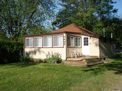 Cute Cottage across the street from Lake Huron-close to town~