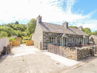Photo for FFRWDD GALED UCHAF, family friendly in Tregarth, Ref 968274
