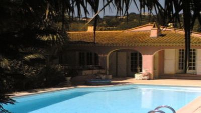 Photo for Studio in front of heated pool beach walk Gulf of Saint Tropez