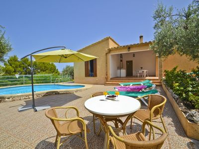 Photo for Beautiful apartment for 6 guests with WIFI, private pool, A/C, TV, pets allowed and parking