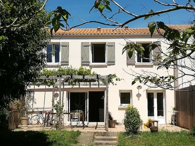 Photo for The city Rochelle, house with large garden near the beach and Ré Island