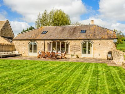 Photo for Panoramic Gloucestershire Family Barn Conversion