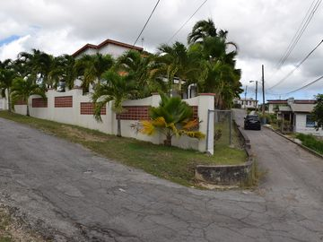 2 Bed House & 3 Bed Bungalow, Swimming Pool, wi-fi, 3/4 acre gardens