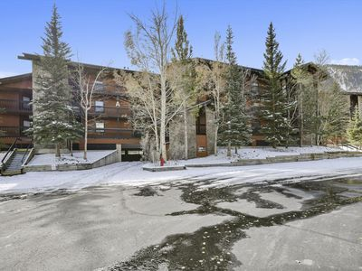 Photo for Mountainside Condo sleeps 8, access to Clubhouse and walking distance to Main St.