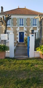 Photo for Beautiful Charentaise house with garden, 12 to 18 people, on the Giro Estuary