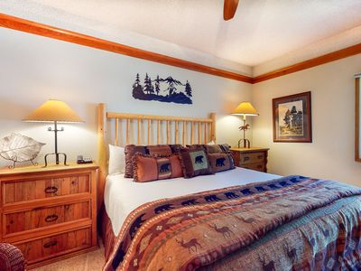 Photo for Adorable resort studio w/ shared pool/hot tub/game room/spa - next to ski lifts!