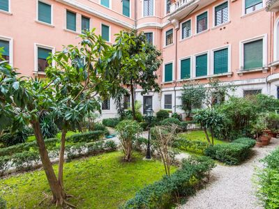 Photo for Apartment Popolo Apartment in Roma: Centro Storico - 8 persons, 3 bedrooms