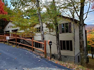 5 Bedroom, 4 Bath home with game room. WiFi, hardwood floors and mountain view