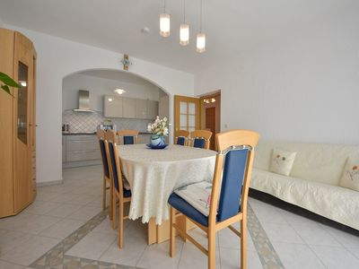 Photo for Lovely apartment for 6 guests with WIFI, A/C, TV and parking