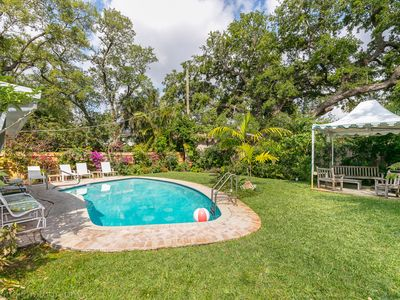 Fabulous Beach Paradise  ~   A Floral Oasis Near Beaches And Downtown