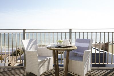 Balcony with panoramic sea view