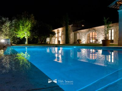 Photo for Luxury property 5* in St Remy de Provence, heated pool, Inside jacuzzi in stone