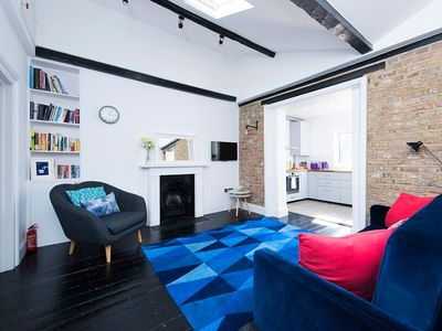Photo for Stylish 2BR Flat in Kensington