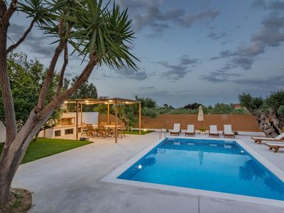 Photo for Wonderful private villa for 12 guests with A/C, WIFI, private pool, TV, balcony and parking