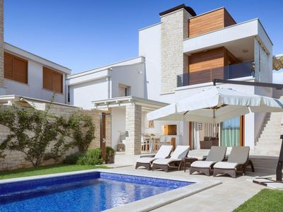 Photo for Modern and well equipped villa with private pool, outdoor kitchen, beach at 2 km