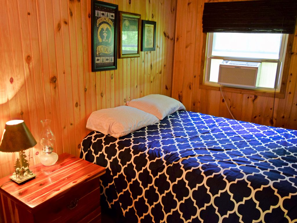 Private log cabin with gourmet kitchen secluded lake and for Secluded cabin rentals on lake tennessee