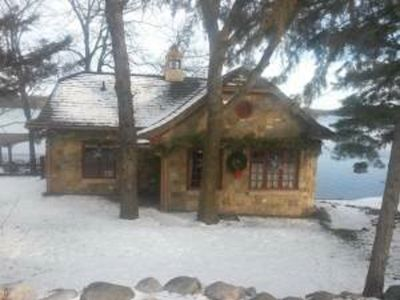 Charming and Cozy Stone Cottage -a peaceful escape in the wintertime