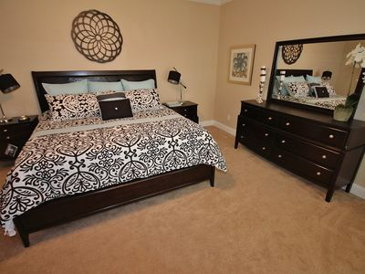 Stylish Master Bedroom- King Size Bed