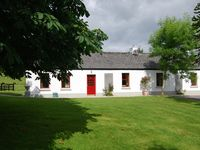 Warm, comfortable cottage decorated in traditional country style. All mod cons. 3 good size bedrooms