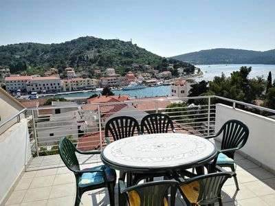 Photo for One bedroom apartment with terrace and sea view Tisno, Murter (A-4295-c)