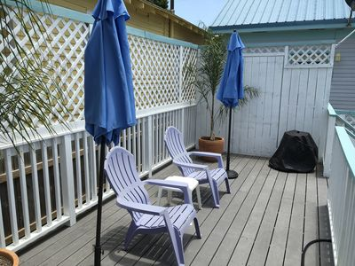 Photo for Perfect Beach Cottage With Great Deck And Yard! Only Three Blocks from Seawall.