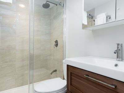 Photo for Modern Open-Concept 4bdrm in Plateau/DT