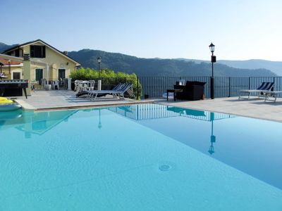 Photo for One bedroom Apartment, sleeps 4 with Pool, Air Con, FREE WiFi and Walk to Shops