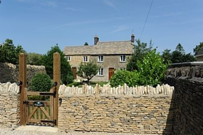 Photo for Roseleigh Cottage in the heart of Stow-on-the-Wold with parking for 2 cars.