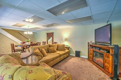 This ground-floor unit is fully functional with all the necessities!