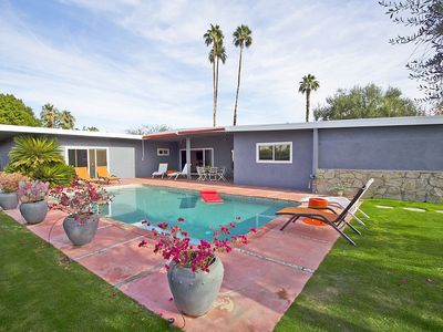 Photo for Close to shopping, restaurants in the center of the Palm Desert!