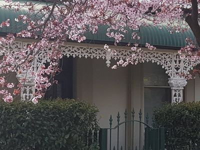 Photo for Daisy Cottage - Excellent location close to CBD