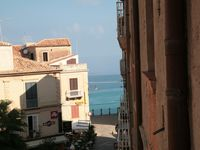 Had a wonderful week in Tropea, beautiful location, very clean sea and easily accessible.