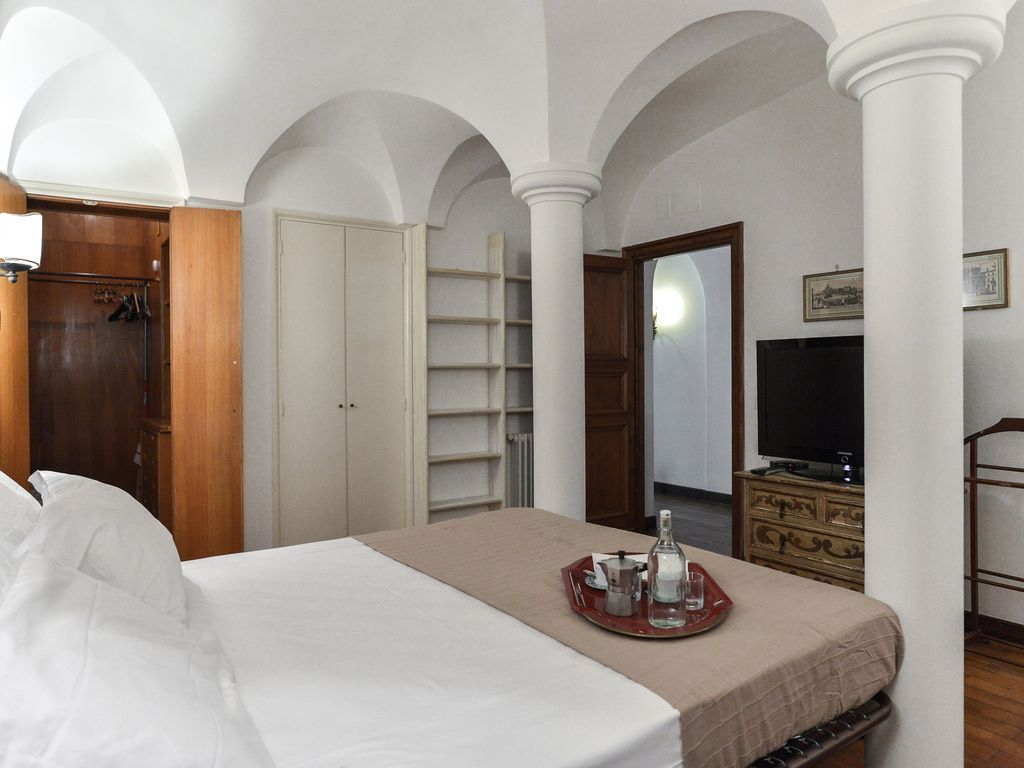 Property Image#4 Classcal Roman Style Apartment With Columns In Bedroom   Next To Piazza